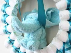 Step by step diaper wreath instructions and pattern for how to make a classy rolled-diaper style of wreath. Create a beautiful and memorable baby shower gift. Baby Shower Crafts, Baby Crafts, Baby Shower Decorations, Shower Gifts, Baby Shower Diapers, Baby Boy Shower, Baby Kranz, Diaper Crafts, Diaper Wreath
