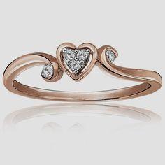 This diamond cluster heart shape promise ring is set in 10k rose gold. Promise Rings हमारी साइट पर सूचना https://storelatina.com/ #Réng #ангиштӣ #de #Aneis