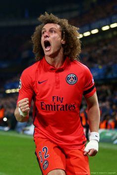 David Luiz scores against #Chelsea on his return for new club #PSG