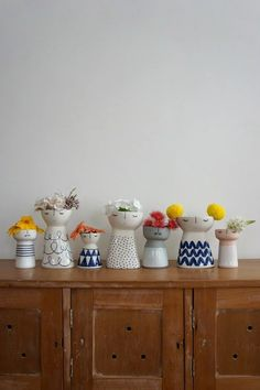 Meet Aussie Ceramic Artist Vanessa Bean (and Win one of her Gorgeous Vases!) Meet the Creative behind Vanessa Bean Ceramics – Vanessa Bean Shop ceramic vases on The Life Creative. Ceramic Clay, Ceramic Planters, Porcelain Ceramics, Ceramic Bowls, China Porcelain, Painted Porcelain, Hand Painted, Slab Pottery, Ceramic Pottery