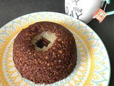 Bonjour à tous, Aujourd'hui je vous partage enfin la recette du bowlcake à la poire qui a été demandé sur Instagram :) J'espère que ça vous plaira et surtout... Régalez-vous ! � Pour 1 personne - 5 sp / personne ___ OU ___ 1sp / personne en Journée Sans... Bowl Cake, Calories, Smoothie Bowl, Doughnut, Gluten, Sweets, Diet, Hui, Desserts