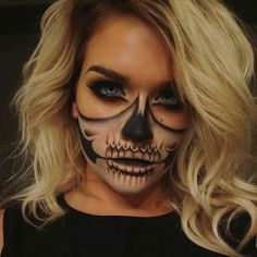 Make-up for Halloween-Halloween ideas for costumes. Make up inspira , Make-up for Halloween-Halloween ideas for costumes. Make-up inspira - # costumes Ideas Maquillaje Halloween, Yeux Halloween, Halloween Zombie, Halloween Inspo, Halloween Makeup Looks, Costume Halloween, Amazon Halloween, Halloween Skeleton Makeup, Halloween Makeup Last Minute