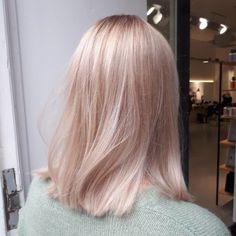 Gold Blonde Hair, Champagne Blonde Hair, Toner For Blonde Hair, Pretty Blonde Hair, Baby Blonde Hair, Honey Blonde Hair, Black Hair, Blond Rose, Pastel Pink Hair