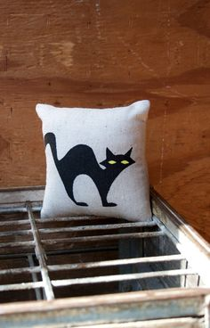 Halloween Decor Ideas Halloween Pillow Cat Spider Bats Ghosts / Spooky Decoration #halloween #decor #pillow www.loveitsomuch.com