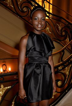 Lupita Nyong'o Shines in Metallic Makeup: How to Add Impact to a Neutral Palette – Vogue