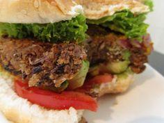 Adeus industrializados! Aprenda a fazer hambúrguer de vegetais