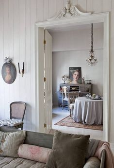 At home in the Netherlands: Characterized by whispery hues of pristine white and misty gray, the Swedish Gustavian decorating style is perfectly represented in this Dutch designer's own enchanting hom Swedish Home Decor, Swedish Interiors, Swedish Style, European Home Decor, Swedish House, Scandinavian Interior, Scandinavian Style, French Interior, French Decor