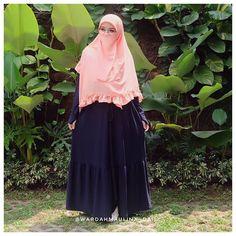 aa Syaa Allah.. Ko ada ya gamis linen japan harga semurah ini, Bener2 bahan nya super adem, ringan, senyaman ini sihh pake dress ini✨ Modest Outfits, Casual Outfits, Face Veil, Hijab Niqab, Cute, Model, Clothes, Beauty, Beautiful