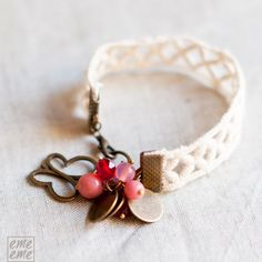 Lace Bracelet  White Lace red and pink glass beads  por emeeme, $25,00