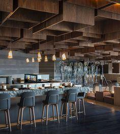 Rose: Le Méridien Zhengzhou Techo con efecto de cajas de madera: Le Meridien Hotel in ZhengzhouTecho con efecto de cajas de madera: Le Meridien Hotel in Zhengzhou Bar Interior Design, Roof Design, Cafe Interior, Cafe Design, Ceiling Design, Design Hotel, Lobby Design, Design Bar Restaurant, Deco Restaurant