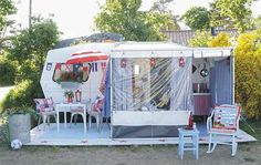 I love the awaining on this camper around an outdoor kitchen, would love to have or make something like it (to bad the link is in another language and doesn't have close up pics)