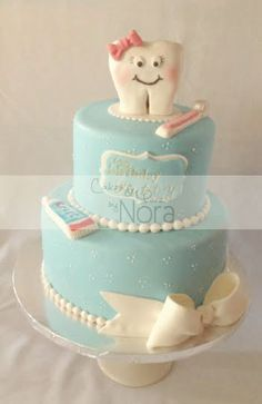 Grad cake- 1 layer with Hat on tooth instead of bow Dental Cake, Medical Cake, 60th Birthday Cakes, Birthday Cakes For Women, College Graduation Cakes, Cupcake Cakes, Cupcakes, Tooth Cake, Cakes And More