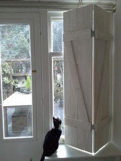 Meer dan 1000 idee n over binnen luiken op pinterest luiken binnen rolluiken en binnenrolluiken - Binnen houten huis ...