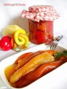 Ingrediente: 10 kg ardei capia sau 10 kg ardei grasi(putem sa ii si combinam, adica 5 kg kapia si 5 kg ardei grasi), 800 ml apa, 200 ml otet, 200 g zahar, 3 linguri sare fara iod (la vrac), 1 lingurita salicil (1 plic si jumatate praf conservant), Preparare: Coacem ardeii ii saram cu sare Hungarian Recipes, Romanian Recipes, Romanian Food, Fermented Foods, Canning Recipes, Raw Vegan, Food For Thought, I Foods, Vegetarian Recipes