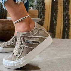 Comfortable Sneakers, Comfy Shoes, Cute Shoes, Casual Shoes, Shoes Style, Casual Dresses, Sneakers Fashion, Fashion Shoes, Women's Fashion