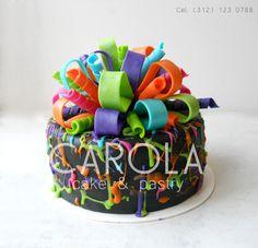 Gift Cake: Festeja con este divertido pastel de fondant tu cumpleaños, aniversario, fiesta o sorprende a tu ser querido con este regalo especial.