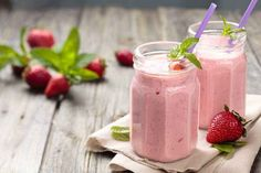A Healthy Strawberry Banana Smoothie to Energize Your Morning Healthy Smoothies, Smoothie Recipes, Pomegranate Smoothie, Breakfast Bread Recipes, Strawberry Banana Smoothie, Banana Smoothies, Peanut Butter Smoothie, Snacks Saludables, Snacks Sains