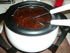 Bouillon à fondue chinoise à la Esther B. Sauce A Fondue, Fondue Raclette, Fall Recipes, Beef Recipes, Soup Recipes, Cooking Recipes, Fondue Party, Xmas Dinner, Yummy Eats