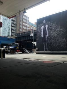 Streetart: JR in New York – Turning the Times Square Inside Out (10 Pictures   Clip)