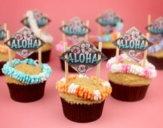 Fondant leis look time-consuming, but so worth it for the effect!