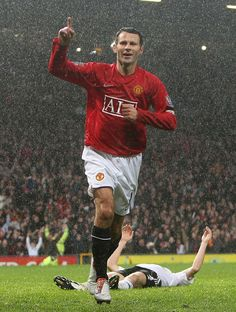 MANCHESTER, ENGLAND - DECEMBER 8: Ryan Giggs of Manchester United celebrates scoring their first goal during the Barclays FA Premier League match between Manchester United and Derby County at Old Trafford on December 8 2007 in Manchester, England. (Photo by Chris Coleman/Manchester United via Getty Images)