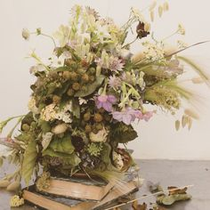 Vintage centerpieces with dry flowers. Catherine Muller flower School in London and Paris - catherinemuller.com