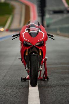 Ducati+1199+Panigale+R+02.jpg 1,067×1,600 pixels