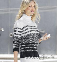Монохромный свитер в полоску