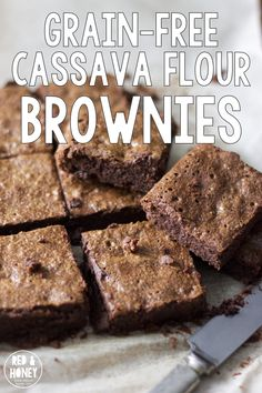 Soft rich brownies with chunks of chocolate so tasty that you would never think they were grain-free. Soft rich brownies with chunks of chocolate so tasty that you would never think they were grain-free. Paleo Dessert, Gluten Free Desserts, Healthy Desserts, Dessert Recipes, Healthy Meals, Almond Joy, Almond Flour, Tigernut Flour, Coconut Flour