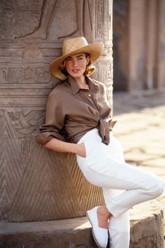 """UK Vogue April 1992 """"Easy Pieces of the Great Escapes"""" Model: Tatjana Patitz Photographer: Patrick Demarchelier Clothes For Summer, Summer Outfits, Casual Outfits, Summer Shoes, Moda Fashion, Fashion Models, Womens Fashion, Fashion Trends, Moda Safari"""
