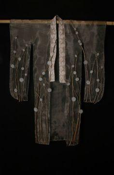"""Fuyu"" kimono by Tanya Lyons: flame-worked glass, monel mesh, recycled lace, cedar branches Japanese Culture, Japanese Art, Japanese Screen, Japanese Folklore, Geisha, Design Oriental, Kimono Japan, Art Japonais, Textile Fiber Art"