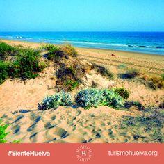 Siente la cálida y suave arena dorada bajos tus pies. #SienteHuelva  http://www.turismohuelva.org/es/producto/sol-y-playa
