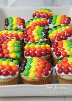 Rainbow cupcakes for an Art Party. Sew Handmade www.sew-handmade.blogspot.com.