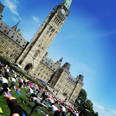 Too bad I'm at work! Parliament Hill Yoga   Every Wednesday @ 12pm #ottawa
