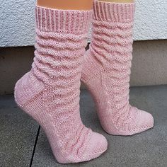 Ravelry: Zarte Wellen pattern by Birgit Ka Ravelry, Yarn Crafts, Socks, Crochet, Womens Fashion, Knitting Videos, Thoughts, Free, Tricot