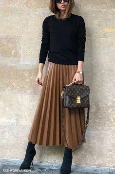 La jupe longue - New Ideas Work Fashion, Modest Fashion, Skirt Fashion, Fashion Outfits, Womens Fashion, Fashion Trends, Fashion Ideas, Fashion 2018, Fashion Clothes