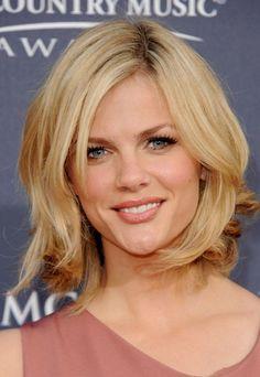 kurze Haare blonde Strähnen braun rundes Gesicht Mehr