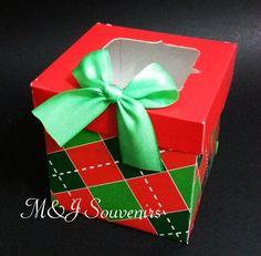 Caja para 1 cupcake  Modelo CUBO  Materiales: cartulina, acetato. cinta Aplique : lazo