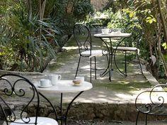 Terraza Restaurant. Silla de forja modelo Cordoba. www.fustaiferro.com