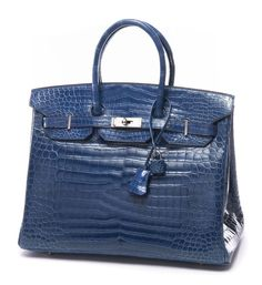 HERMES Paris made in france  Exceptionnel sac «Birkin» 35 cm en crocodile Porosus bleu jean, garniture en métal argenté palladié, tirette, clochette, clefs, cadenas gainé, intérieur en chèvre bleu jean comprenant une poche plaquée et une poche zippée, double poignée. Année: 2005.  Excellent état. Dans sa boîte.  Amazing blue jean Porosus crocodile «Birkin» bag, 35 cm, silver palladium hardware, keyfob, sheathed padlock, double handle.  Year: 2005.  Excellent condition. In its case.