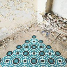 Javier De Riba Spray Paints the Floors of Derelict Buildings with Geometric Patterns. |FunPalStudio|Illustrations, Entertainment, beautiful, Art, Artwork, Artist, nature, World, Creativity, Instagram, street art, murals, graffiti art, spray painting.