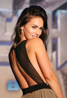 One of the sexiest Hollywood star, Megan Fox has an inspirational beauty and style. What is the beauty secret of this natural bombshell? Let's find ou. Megan Fox Sexy, Megan Fox Fotos, Megan Denise Fox, Megan 4, Megan Fox Style, Pretty People, Beautiful People, Simply Beautiful, Megan Fox Pictures