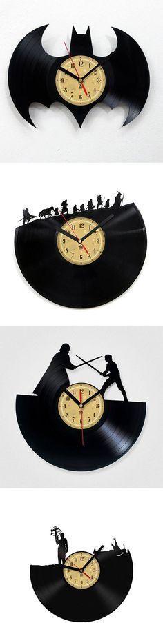 Todos feitos com vinil, ( um tipo de disco antigo). Ótima ideia essa... Quero o de Star Wars!!!
