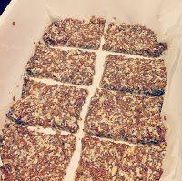 Heerlijk Puur: Lijnzaad-Sesam-Chia Crackers   NODIG: - 60 gram gebroken lijnzaad - 30 gram sesamzaad - 10 gram chiazaad - 150 ml water