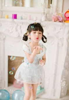 A playful moment during SY's birthday party Cute Asian Babies, Korean Babies, Asian Kids, Cute Babies, Little Kid Fashion, Kids Fashion, Fan Fiction, Cute Little Girls, Cute Kids
