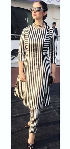 I'd go with black slim fit pants instead. Not leggings. The striped pants make this outfit look a bit like pajamas. Stylish Dress Designs, Dress Neck Designs, Designs For Dresses, Stylish Dresses, Blouse Designs, Casual Dresses, Kurta Neck Design, Kurta Designs Women, Kurti Designs Party Wear