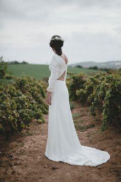 ¡Próximamente compartiremos con vosotras todos los detalles de esta novia PANAMBI y su vestido sencillamente espectacular!  #espaldasqueenamoran #noviapanambi #bridql #wedding #modaespañola #panambicollection