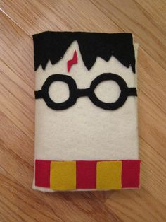 Harry Potter Nook Cover - felt, cardboard, hot glue.... See if I can do it for iPad.