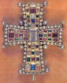 Byzantine cross. V century BC Gold, pearls, precious and semiprecious stones. Total value of items stolen from the Cathedral of Tournai, estimated at 38 million dollars. Where and when kidnapped: The Cathedral of Notre Dame (Tour), 18 Feb., 2008. [Unfortunately, not found yet!]