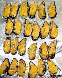 This Cheesy Baked Mussels or Baked Tahong as we call it in the Philippines are perfect appetizers and it is so easy to prepare too. The combination of butter, garlic and cheese added to the mussels just makes this dish simply delightful. Garlic Mussels, Baked Mussels, Mussels Seafood, Seafood Dishes, Seafood Recipes, Appetizer Recipes, Cooking Recipes, Squid Recipes, Clam Recipes